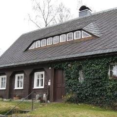 Miniaturowe Muzeum Tkactwa Chałupniczego w Kurort Jonsdorf w Górach Żytawskich – mieści się w niewielkim domu przysłupowym, które jak chce tradycja powstały właśnie na potrzeby domowych warsztatów tkackich (fot. A. Lipin)